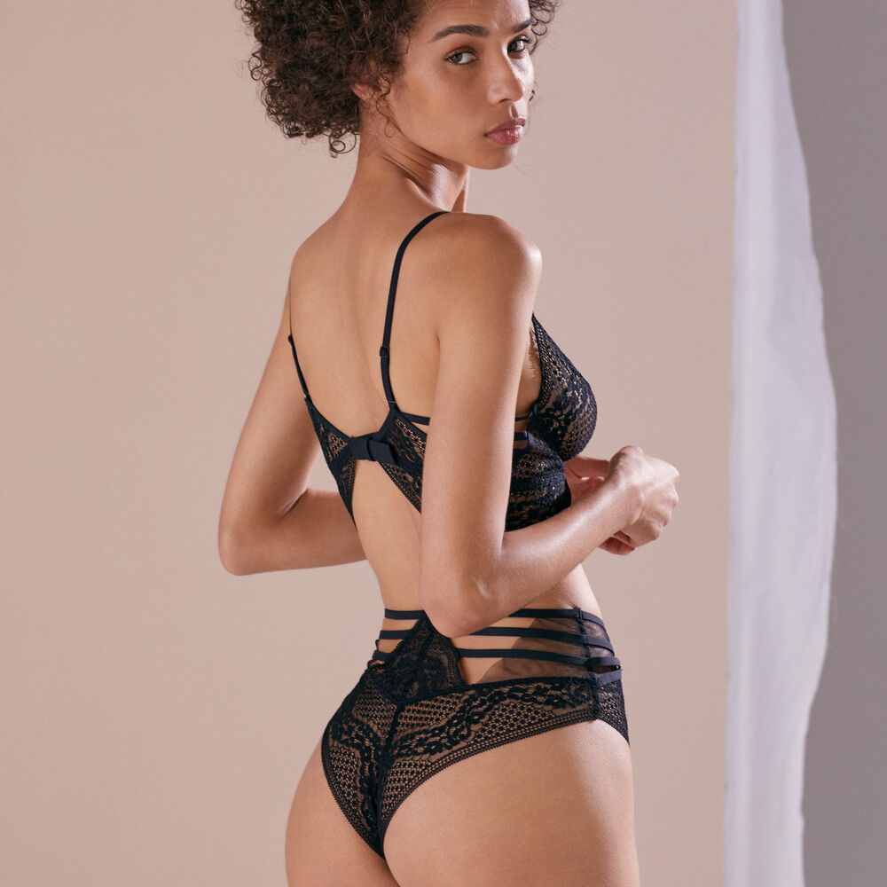 High waist brief black.