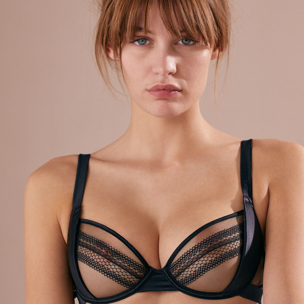 Balcony bra black.